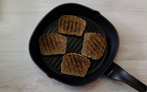 Preparazione Bruschette di pane casereccio con vignarola e uovo in camicia - Fase 2