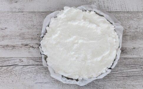 Preparazione Finta pizza di albumi con prosciutto cotto e scamorza - Fase 1