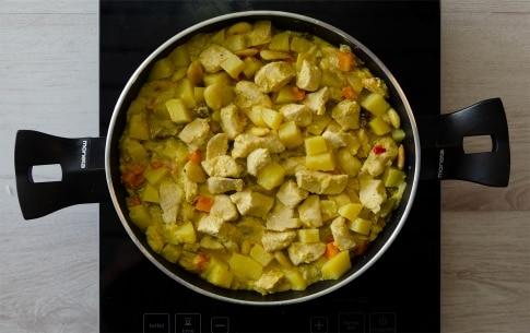 Preparazione Pollo al curry con mandorle e uvetta - Fase 2