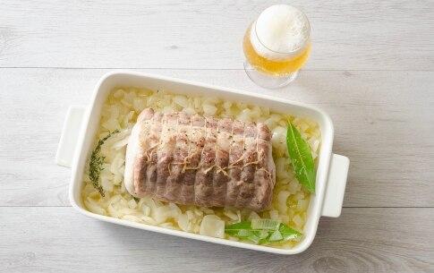 Preparazione Arrosto di maiale alla birra con cipolle - Fase 3