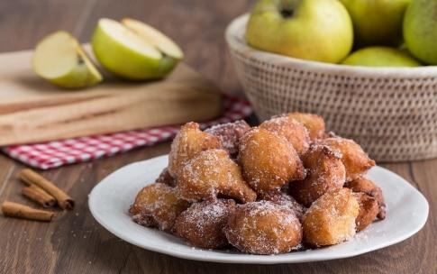 Preparazione Frittelle di mele e ricotta - Fase 4
