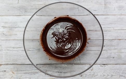 Preparazione Charlotte al cioccolato e frutti di bosco - Fase 1