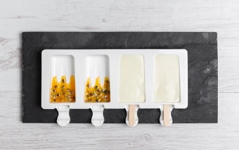 Preparazione Gelati allo yogurt greco e frutto della passione - Fase 2