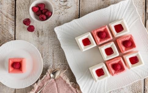 Preparazione Mini mousse allo yogurt e lamponi - Fase 4