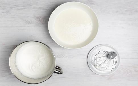 Preparazione Mini mousse allo yogurt e lamponi - Fase 2