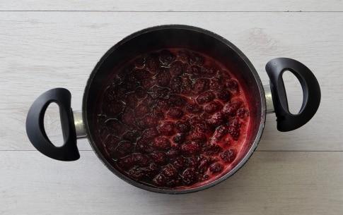 Preparazione Panna cotta alle more con cialde di caramello - Fase 1