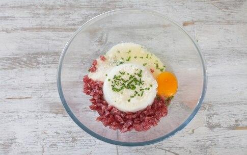 Preparazione Torta salata con ricotta e salame - Fase 1