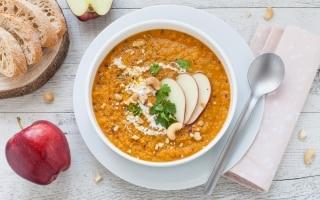 Gazpacho di carote e mele con latte di cocco...