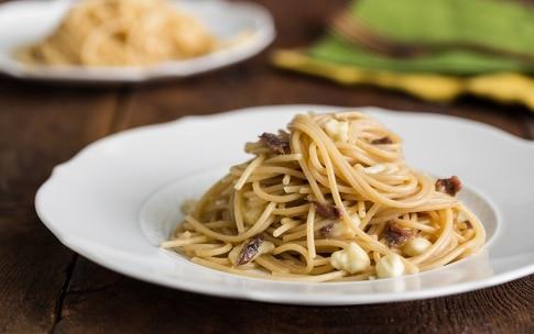 Preparazione Pasta veloce con acciughe e mozzarella - Fase 3