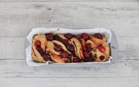 Preparazione Babka alle ciliegie e cioccolato - Fase 4