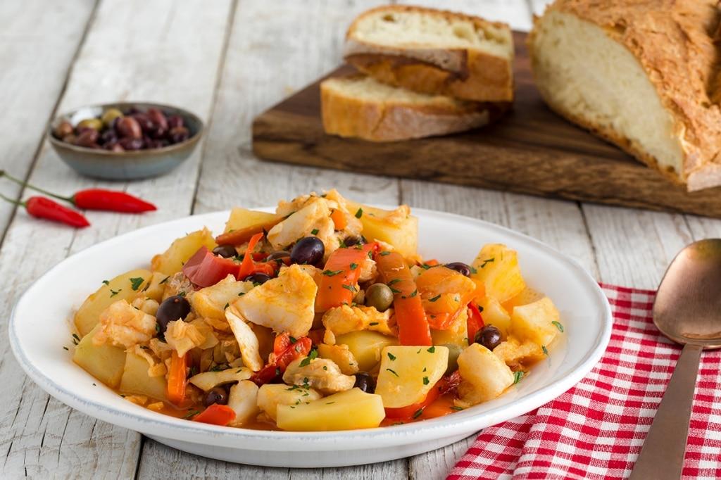 Baccalà in umido con peperoni, patate e olive taggiasche