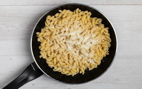 Preparazione Cacio, pepe e finocchietto - Fase 2