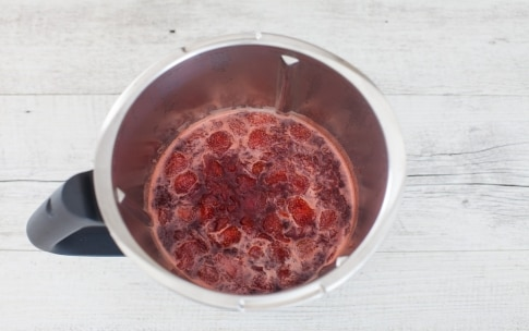 Preparazione Confettura di fragole con il Bimby - Fase 1