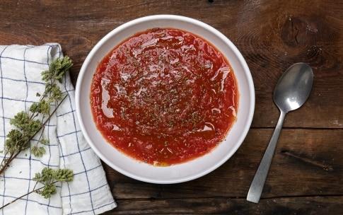 Preparazione Pizza in teglia con provola e salame  - Fase 2