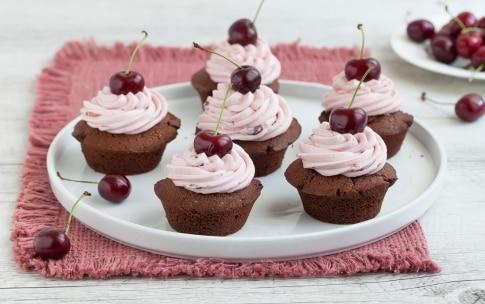 Preparazione Cupcake al cioccolato e ciliegie - Fase 5