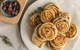 Girelle con mozzarella, zucchine e pancetta