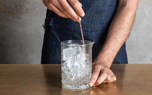 Preparazione Dry Martini  - Fase 3