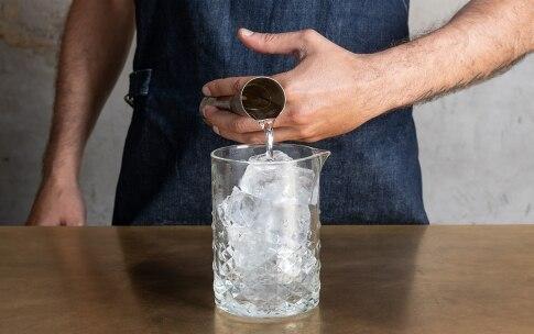 Preparazione Dry Martini  - Fase 2