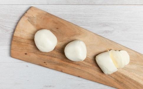 Preparazione Piadina aperta con mozzarella, peperoni e porchetta - Fase 2