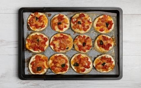 Preparazione Pizzette di melanzane bianche - Fase 3