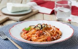 Spaghettoni al sugo con salsiccia...