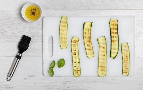 Preparazione Spiedini di mozzarella, zucchine grigliate e pomodori - Fase 1
