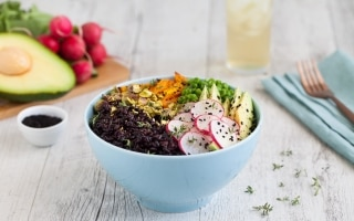 Buddha bowl di riso nero, avocado...