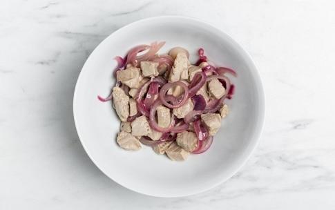 Preparazione Crostoni con tonno, cipolle e paté d'olive - Fase 3