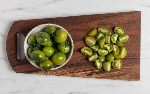Preparazione Estratto di pomodori verdi con gamberi e pane nero croccante - Fase 1