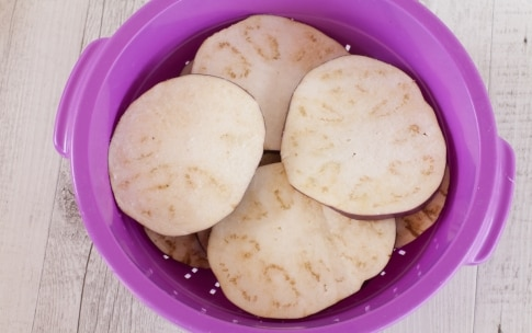 Preparazione Pasta con le melanzane in bianco - Fase 1