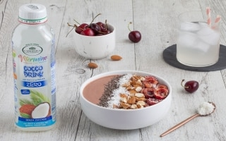 Smoothie bowl alle ciliegie e...
