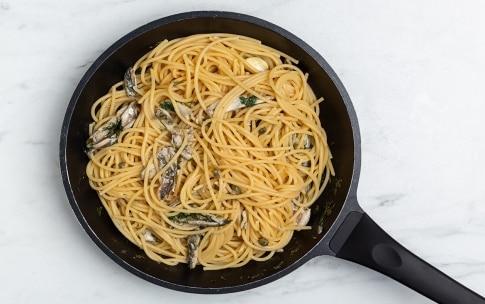 Preparazione Spaghettoni con alici, capperi e finocchietto - Fase 2