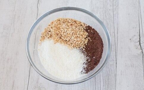 Preparazione Torta di biscotti e crema al cocco - Fase 2