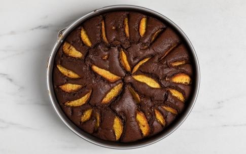 Preparazione Torta soffice alle pesche e cioccolato - Fase 3