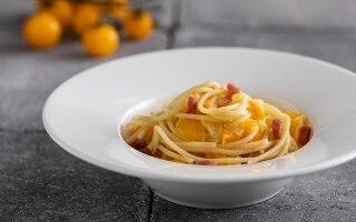 Linguine con pomodori gialli e prosciutto...
