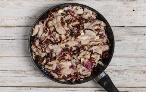 Preparazione Straccetti di pollo al radicchio e noci - Fase 3