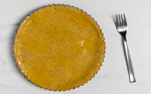 Preparazione Crostata ripiena alla confettura di aronia, ribes nero e lampone - Fase 3