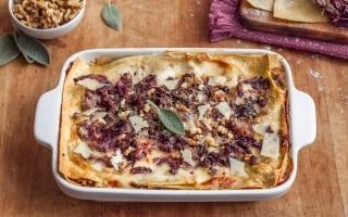 Lasagne rustiche al radicchio e salsiccia