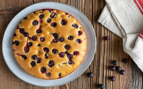 Preparazione Torta morbida all'uva fragola - Fase 3