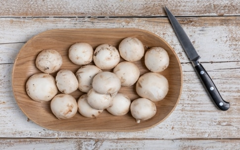 Preparazione Brodo di funghi champignon - Fase 1
