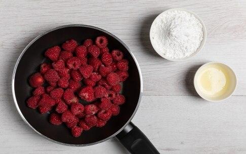 Preparazione Cake alle nocciole e lamponi - Fase 1