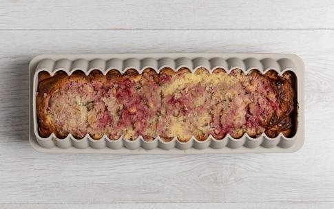 Preparazione Cake alle nocciole e lamponi - Fase 4