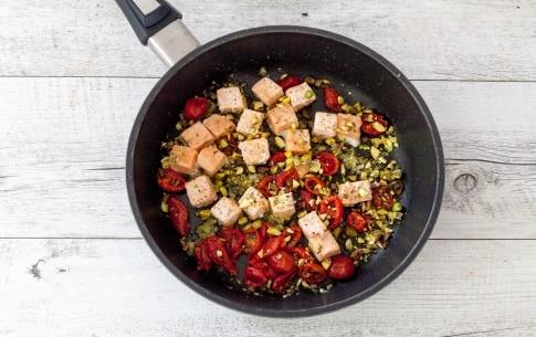 Preparazione Reginette con salmone, pomodori secchi e pistacchi  - Fase 2