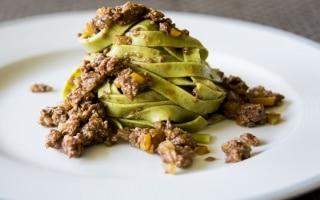 Tagliatelle verdi di segale e zucchine con ragù di reale