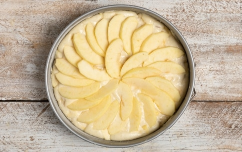 Preparazione Torta di mele senza uova - Fase 2