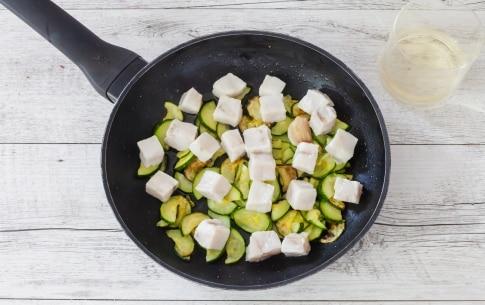 Preparazione Calamarata con zucchine, merluzzo e pepe rosa  - Fase 1