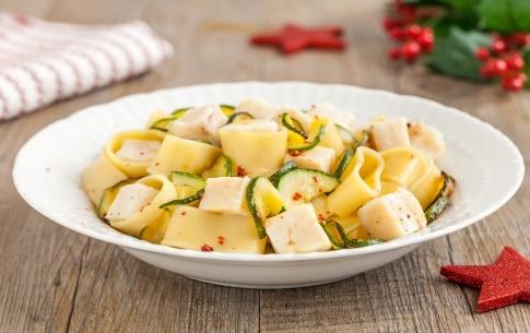Preparazione Calamarata con zucchine, merluzzo e pepe rosa  - Fase 2