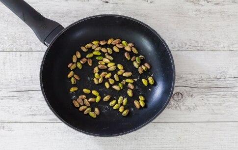 Preparazione Insalata di radicchio di Chioggia con quinoa, mirtilli rossi e pistacchi  - Fase 2
