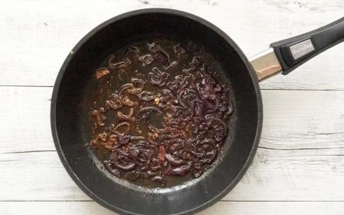 Preparazione Insalata di salmone con quinoa, cavolfiore, cipolla rossa caramellata e melagrana  - Fase 1