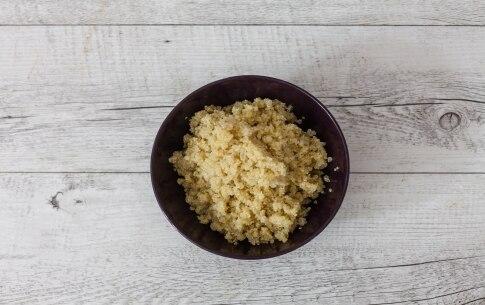 Preparazione Insalata di salmone con quinoa, cavolfiore, cipolla rossa caramellata e melagrana  - Fase 2